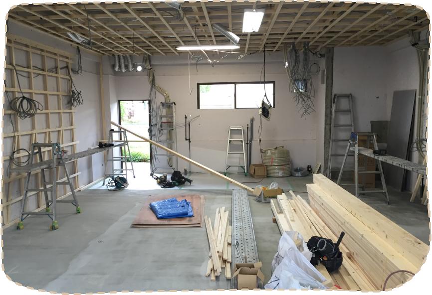 天井と壁の基礎工事中